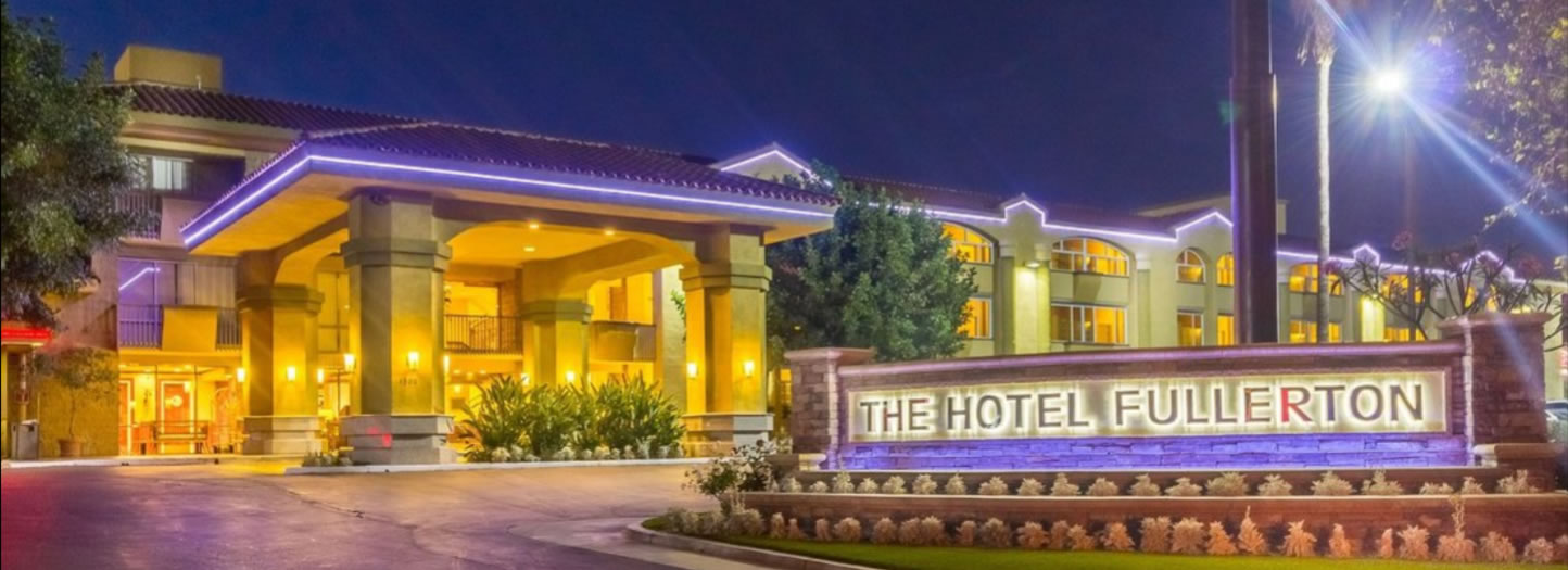Hotel Fullerton Night